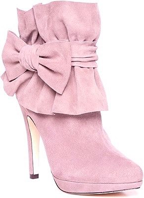 Pink suede boots for pretty winter days <3