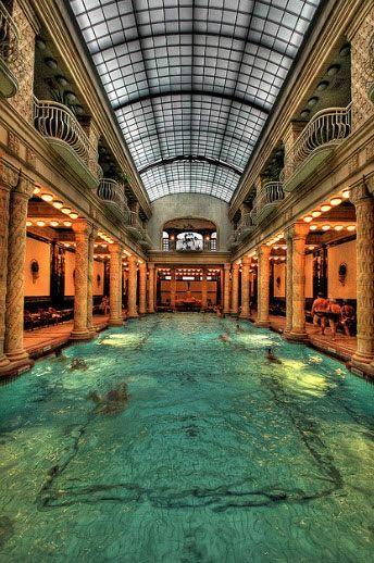 Se empleó en toda clase de construcciones. Baños termales en Budapest.