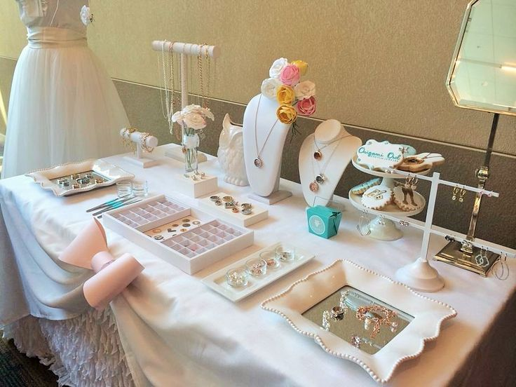 A Beautiful Bridal Themed Display Table Lynnette Pfaff Origamiowl Independent Designer