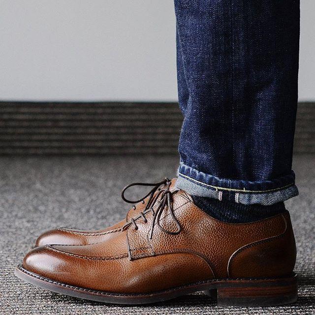 Welcoming the weekend in the @berwick1707_official via @leatherhealer grain u-tip an @japanbluejeans high tapered 601 denim. . . . #berwick1707 #japanblue #selvedgedenim #dailylast #goodyearwelt #rakish #rakishgent #classicmenswear #stylishmen #menstailoring #stylishgent #madetobeworn #styleforum #mensshoes #mnswr #shoeshine #shineyourshoes #shoegazing #ptoman #shoegazingblog #shoesoftheday #shoestagram #mensweardaily #menswearblog #shoecare #sprezzatura #sartorial