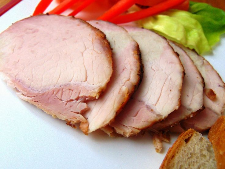 Dosyć często robię różne mięsa na kanapki, ale jakoś jeszcze żadnego przepisu nie dodałam :)  Tak więc dziś podaję przepis na bardzo smaczną...
