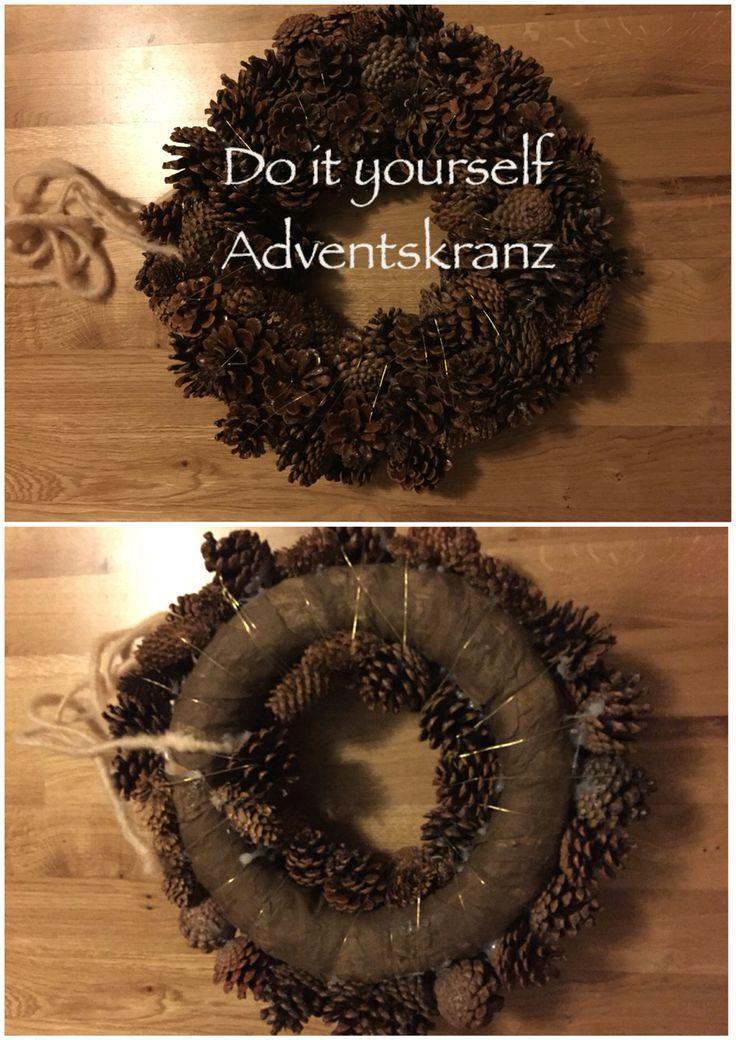 Weihnachtsdeko selbst gemacht ☺️ nehmt einfach einen Rohling für den Kranz, sucht euch Zapfen eurer Wahl aus und klebt diese mit Heißklebepistole fest. Zum festmachen ein schönes goldenes Band drumwickeln und fertig ist der DIY Adventskranz   #advent #weihnachten #adventskranz #zapfen #diy #selfmade #christmas #wreath