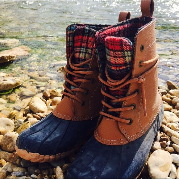 Sporto duck boot navy size 7 women's Wore 3-4 time love them! They are a LL bean boot look alike. The duck boots have plaid lining that is insulated. They are waterproof and super comfy and give good support when hiking. Offers welcome and negotiable. Sporto Shoes Winter & Rain Boots