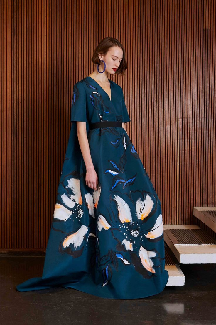http://www.vogue.com/fashion-shows/pre-fall-2017/roksanda/slideshow/collection