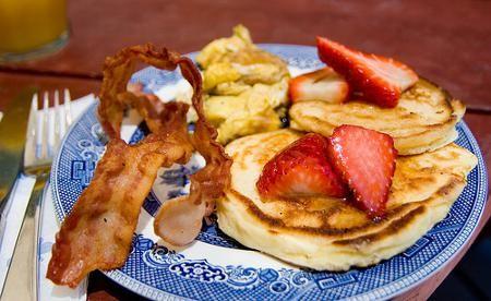 Pancakes de banana y frutilla