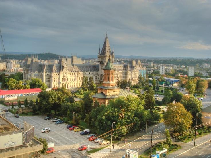 Orașul celor 7 coline din România, are un famec aparte. Ce părere aveți despre Palatul Culturii din Iași?