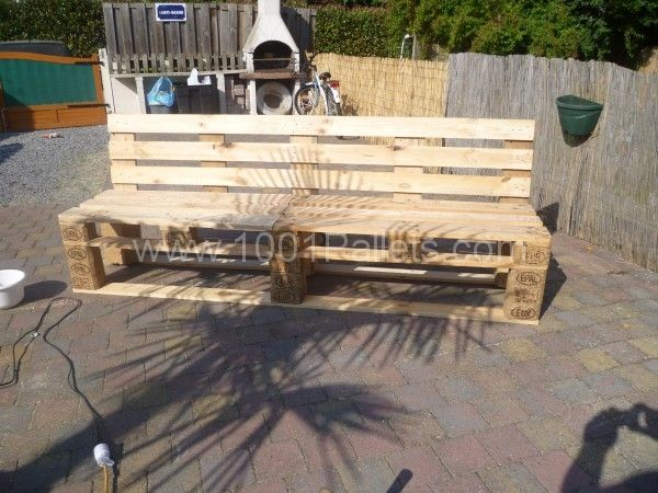 pallets garden bench banc de jardin en palettes pallet ideas jardins palettes et 1001. Black Bedroom Furniture Sets. Home Design Ideas