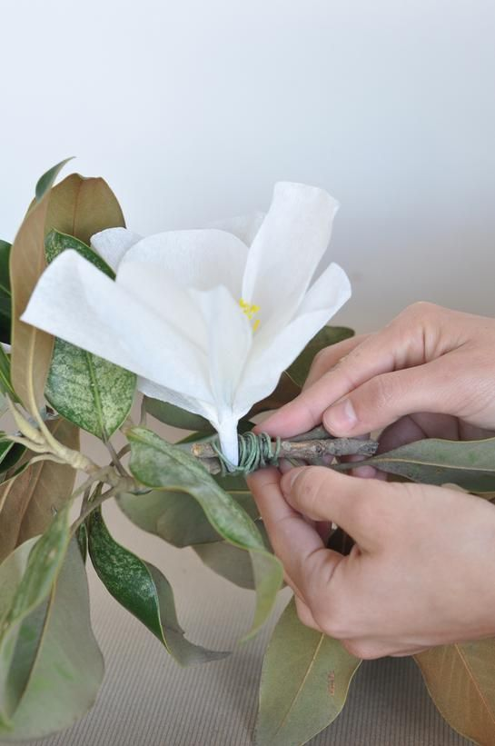 how to make a garland of flowers with paper