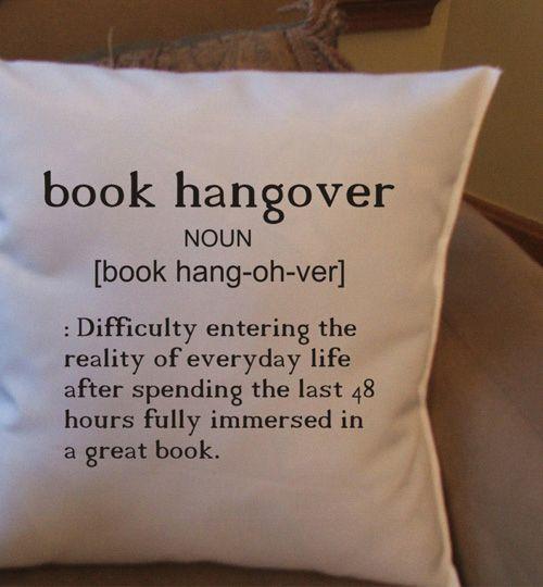 Book hangover pillowcase  #nerd #home #decor  Natale 2014: regali per i booklovers - Accidiosa V