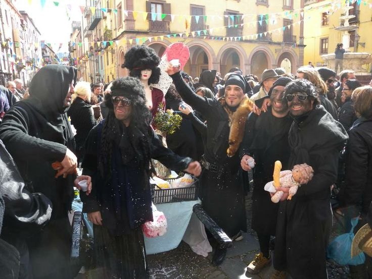 Itinerari in camper : il Carnevale a Bosa, in Sardegna Visite e Viaggi Itineranti - http://www.camperlife.it/news_850_Itinerari-in-camper--il-Carnevale-a-Bosa-in-Sardegna.html