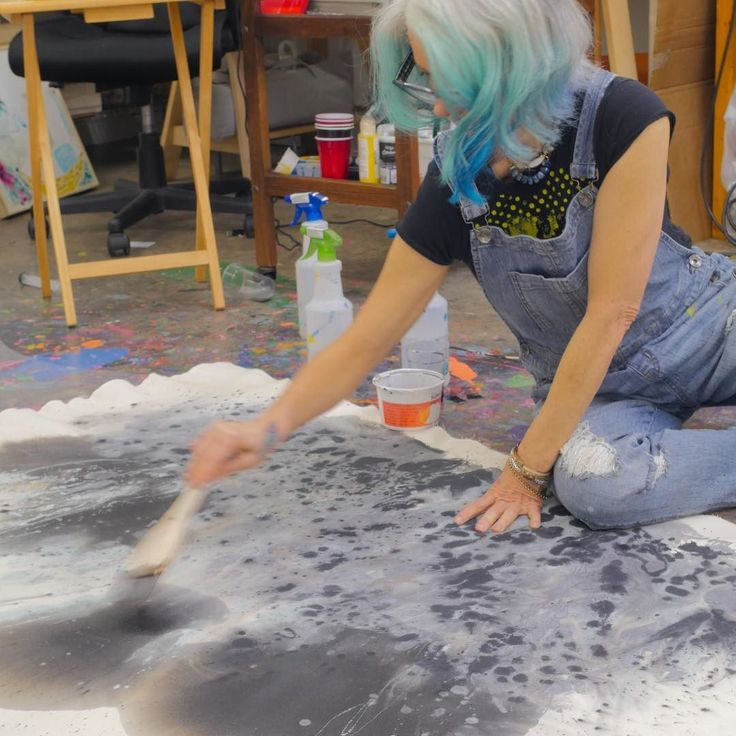 Working hard. Don't look at the messy studio. Filming for the new You&Me Making It Bigger Class. Earlybird sale until June 1st! http://ift.tt/2qgeI7G and the link is in my IG profile! It's going to be a blast!