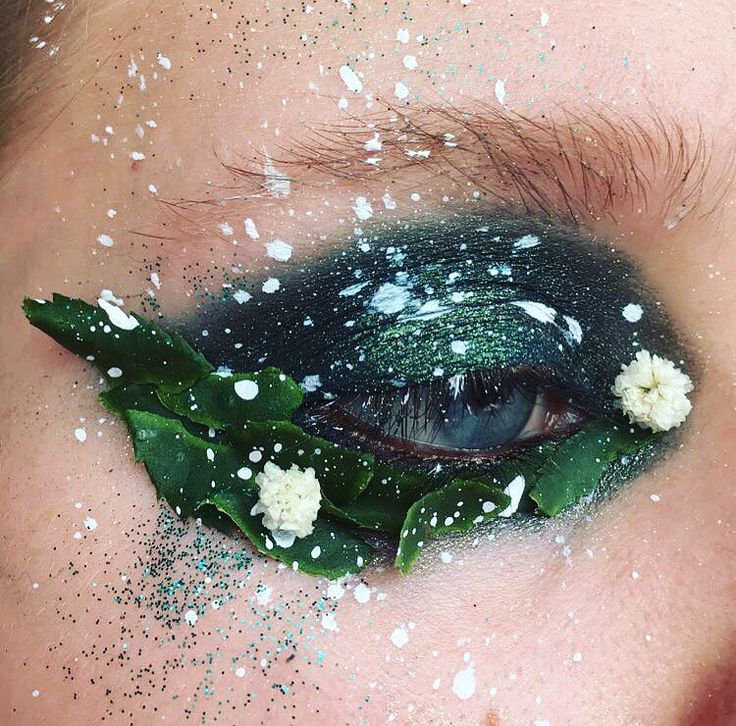 The stunning new make up trend, pairing real flowers and other bits of plants with eyeshadows is called 'terrarium eyes'.    We're into it.