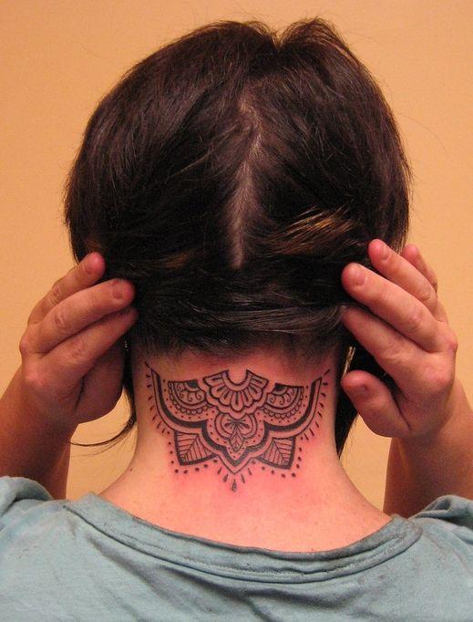 Les 25 meilleures id es de la cat gorie tatouage nuque sur pinterest tatouage de coeur amour - Tatouage nuque femme ...