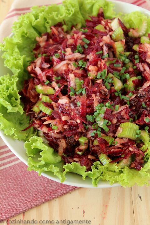 Salada de beterraba, maçã e salsão
