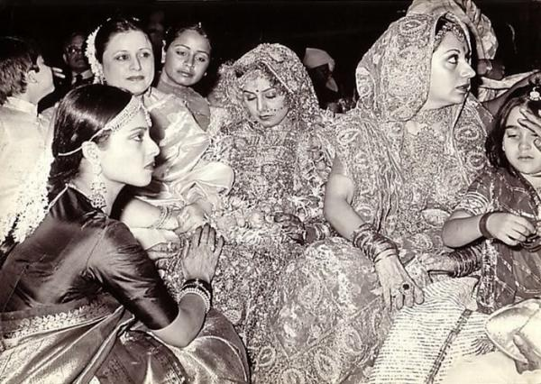 Blast from the past: Neetu Singh's wedding pic with Rekha, Babita & Karisma Kapoor