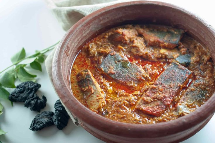 Kerala Style Fish curry / Meen vevichathu