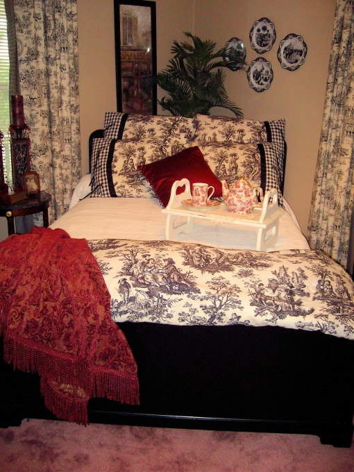 Toile bedroom decorating idea. 21 best Black and white toile bedroom images on Pinterest   Master