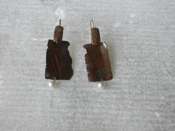 Oro e. (Elisabetta Manetti) .Copper  pearl and silver earrings (Platano collection)