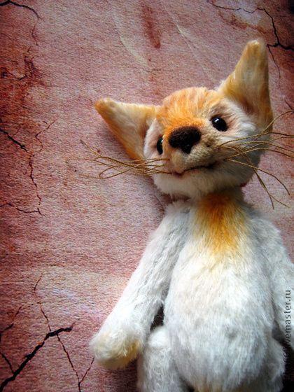 Проныра - Рыжик. Котэ.. Невероятно милый и сердечный котёнок!  Светлый,по летнему тёплый!  Пока мастерила...18 раз нырнул со стола!!! Отсюда и Проныра.  Пронырливый,вездесущий,маленький котэ!  Сшит для любителей котеек из вискозы,набивка…