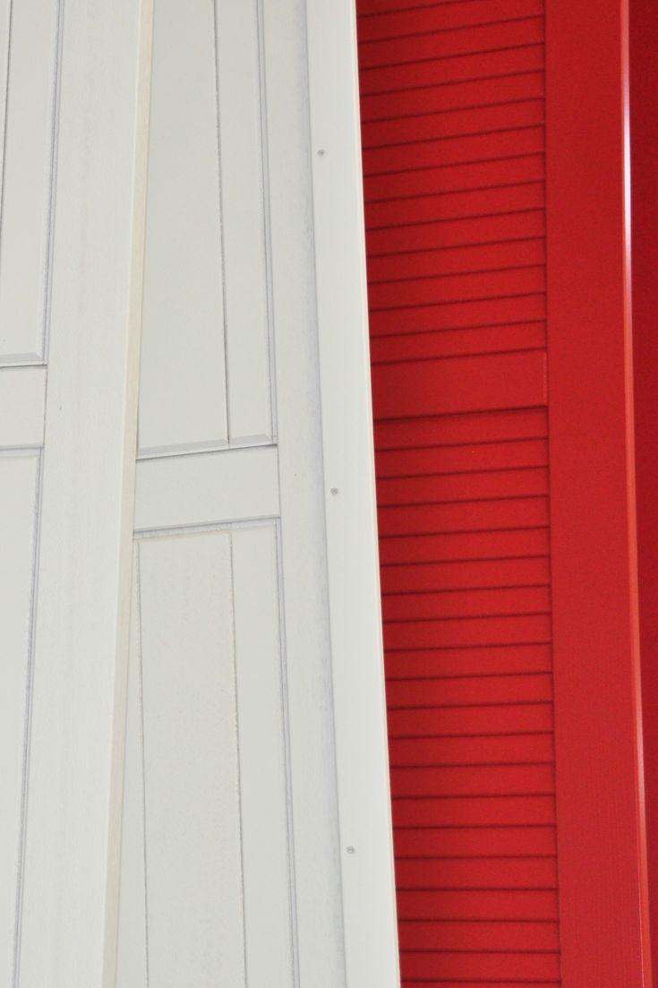 Volets Battants A Cadre En Bois Construction Pleine Blanc Remplissage Frises Verticales Ral 7035 R Renovation Maison Volet Battant Amenagement Exterieur