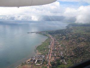 アフリカ タンザニア タンガニーカ湖の上空からの眺め