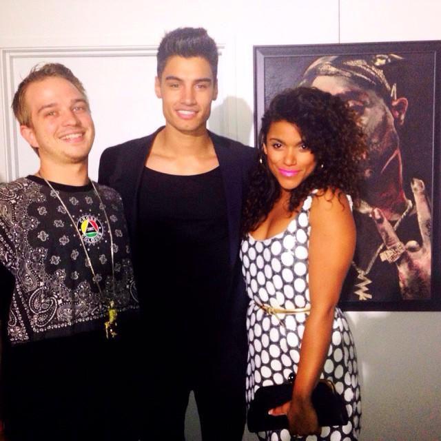 Siva Kaneswaran com amigos na festa pré-Grammy da SGM, em Los Angeles, Estados Unidos. instagram.com/p/y1V9tkKEW5/