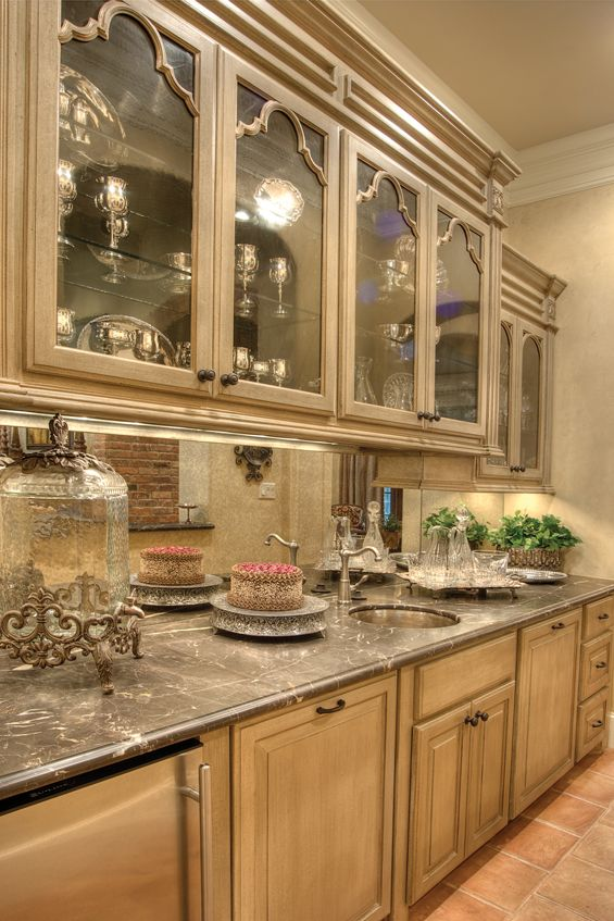 206 best butler 39 s pantry images on pinterest butler for Kitchen plans with butlers pantry