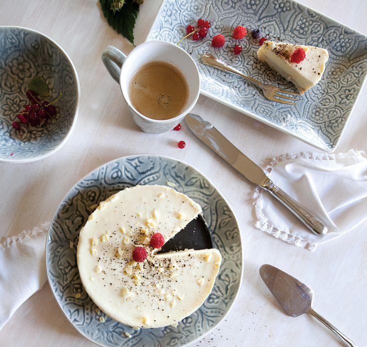 A.U Maison SS17. Styling: Amalie Inken. Photo: Amalie Inken. #aumaison #interior #homedecor #styling #danishdesign #kitchen #ceramics #tableware #tablesetting #cake