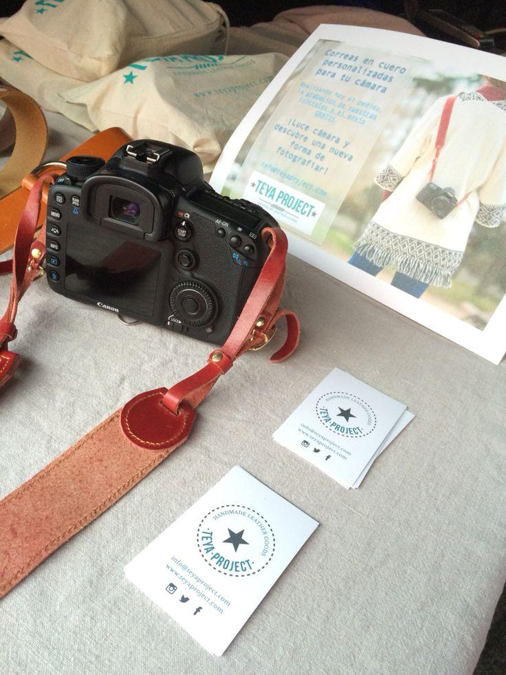 Correa en cuero color cereza para tu cámara fotográfica