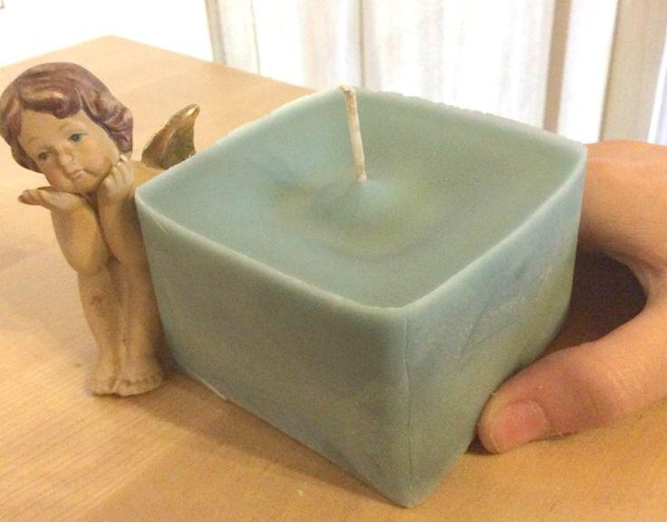 Oggi Mary Parisi Brabant (creativa del gruppo fb Riciclo risparmio e fai da te) ci mostra come fare delle bellissime candele riciclando gli avanzi di vecchie candele inutilizzate, la candela che ha ottenuto è bellissima, elegante e profumata, a voi il suo tutorial.