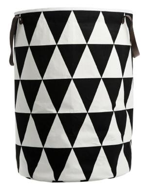 Skittentøyskurv eller til oppbevaring. I tekstil med fusionpapir på innsiden. Med håndtak i skinn. 40 x 60 cm. Fra Ferm Living.