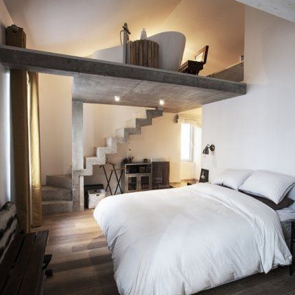 Chambre avec baignoire en mezzanine...