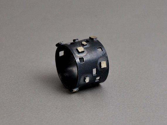 Hoi! Ik heb een geweldige listing op Etsy gevonden: https://www.etsy.com/nl/listing/124176980/rock-donkere-open-ring-geoxideerd-zilver