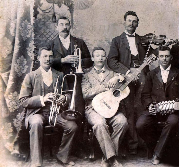 The popular band of the Orange Free State Artillery Corps with Sergeant Gideon Scheepers in the front with guitar. At the back on the right is Sergeant Oosthuizen who was in charge of the 75mm Krupp C/73 gun placed at Twin Peaks at the Battle of Spioenkop.