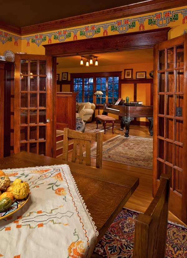 Arts & Crafts Dining and Living Rooms - 1906 House designed by Portland architect Emil Schacht - Photo: William Wright - Arts & Crafts Homes and the Revival Magazine
