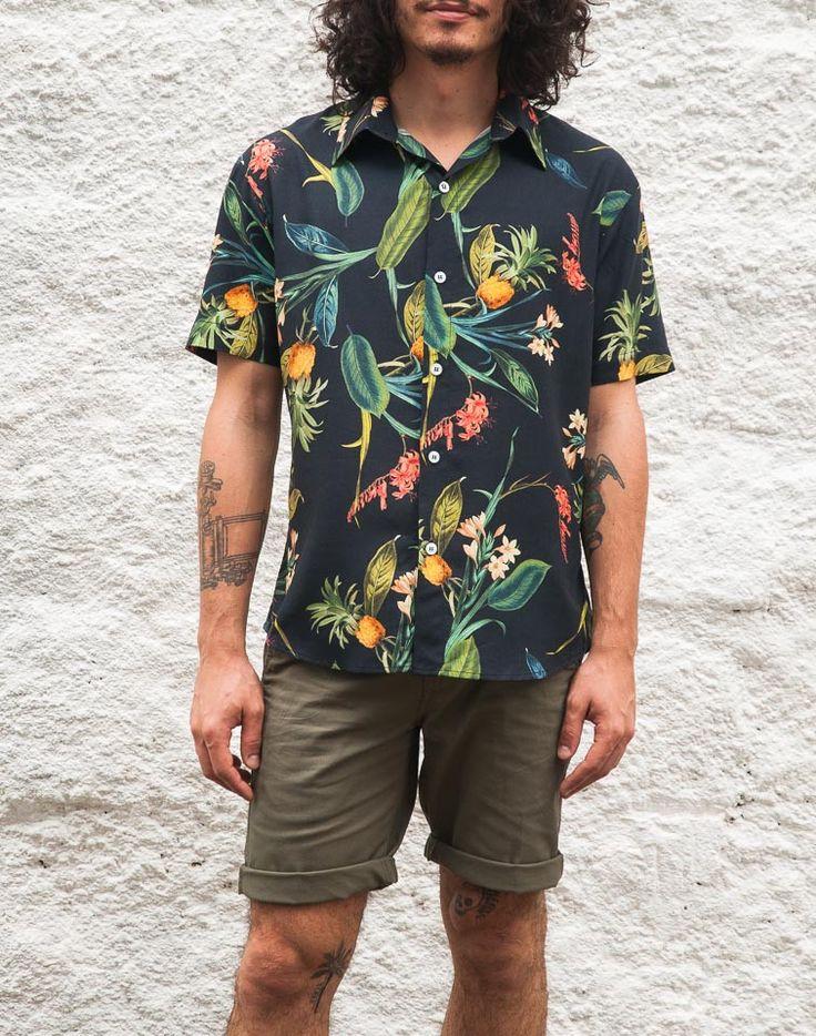 Camisas com uma pitada da ginga malandra, um pouco de suingue roqueiro, um toquezinho havaiano, uma boa porção de ousadia de outras épocas.