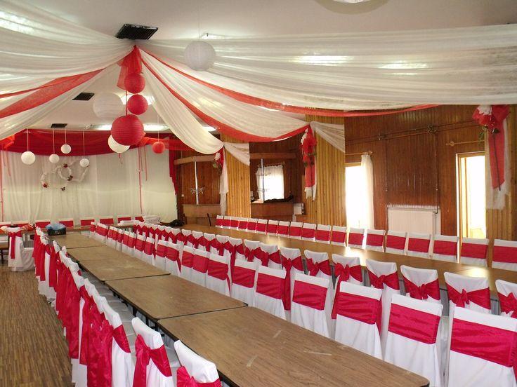 Piros Esküvői dekoráció