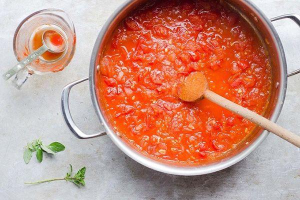 Как приготовить томатный соус: три национальных рецепта http://stryapuha-kuhnya.ru/tomatnyj-sous/  В этой подборке вы найдете рецепты французского, итальянского и португальского соуса из томатов. Марсельский томатный соус Ингредиенты Помидоры – 1 кг Чеснок – 1 зубчик Оливковое масло – 250 мл Соль, перец и сахар – по вкусу Свежевыжатый лимонный сок – по вкусу Прованские травы, свежие или сухие – по […]
