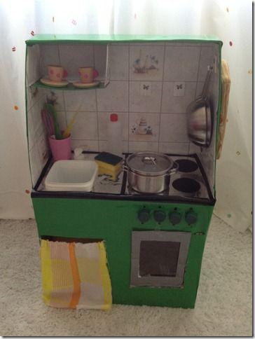cucina con scatole di cartone