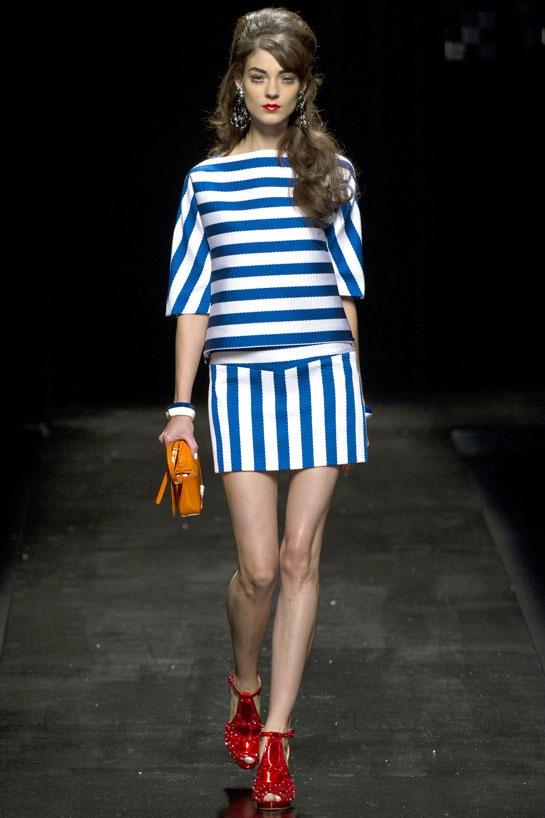 Kati Nescher au défilé Moschino http://www.vogue.fr/mode/cover-girls/diaporama/le-top-kati-nescher-en-50-looks/10320/image/639063#moschino