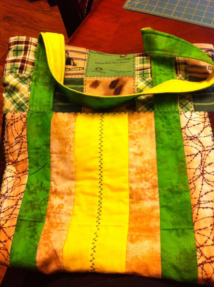 john deere tote with inside pockets