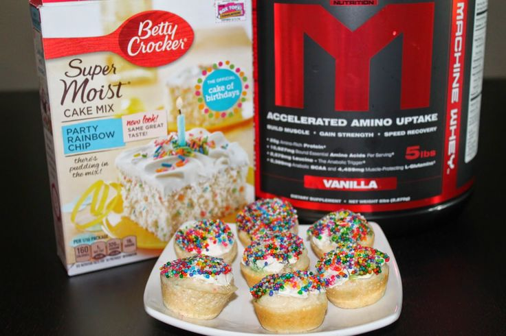 Cake mix cupcakes Makes 3 regular cupcakes or 10 mini cupcakes 275 calories for the whole batch with frosting! 4g Fat 31g Carb 27g Protein