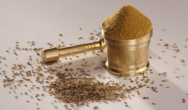 Тмин особый вид специи, которая пользуется популярностью в индийской кухне. Польза для здоровья этой специи бесчисленная. Мы предлагаем вам ознакомиться с некоторыми ее преимуществами. 1.Он облегчит симптомы расстройства...