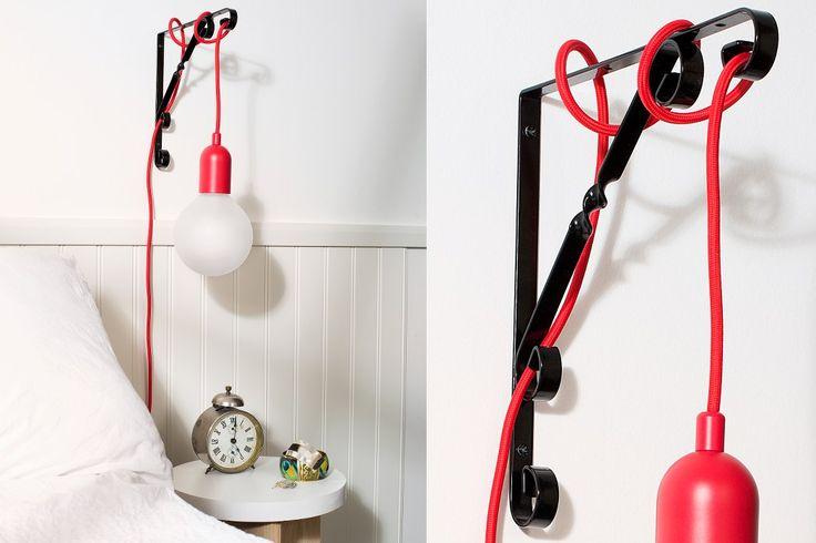 Lundbergs metallkonsol Lilly i svart. Använd till hyllor eller varför inte hänga upp lampan i konsolen?
