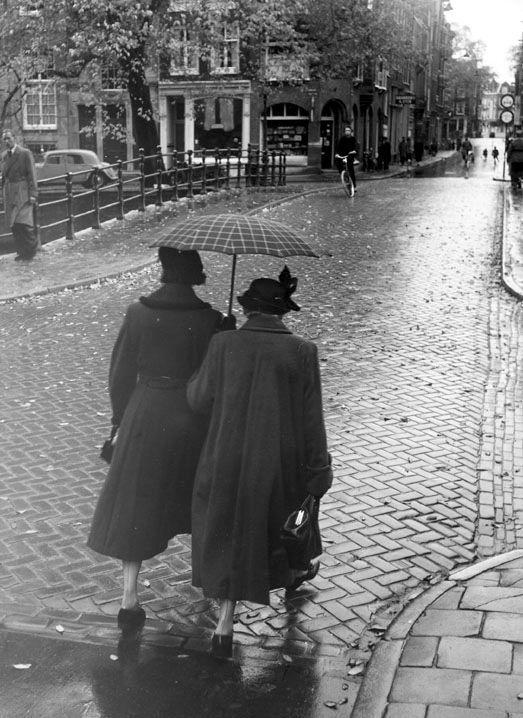 amo-vintage: Two Woman in the Rain - Amsterdam, 1956