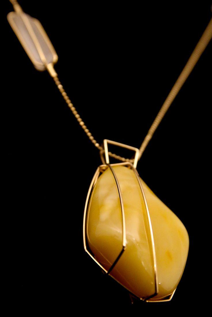 GEOAmber Neckless.   Baltic Amber. 14K Gold (858). Madagascar quartz