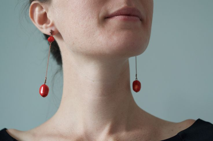 Tilda e l'ortica - Mirra - Pendant earrings with red corals stones