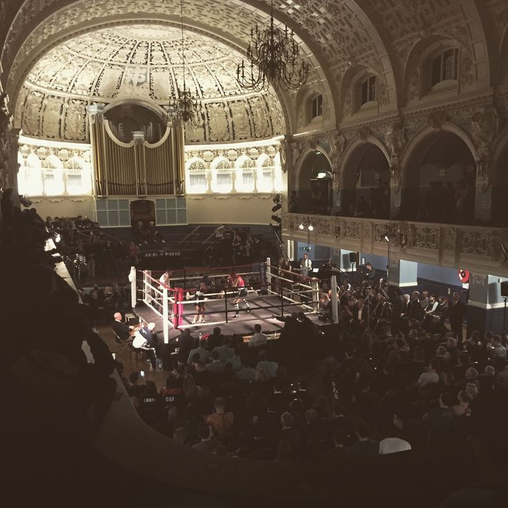 The OU Amateur Boxing Club will be bringing different kind of thrills to our main hall this Friday (9 March).  We can't wait to see it looking like this again!  #boxing #match #sport #exciting #competition