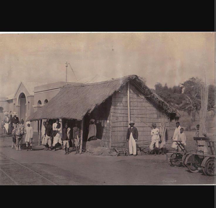Estación de tren de Dibrugargh, Assam, en la India, en 1880.