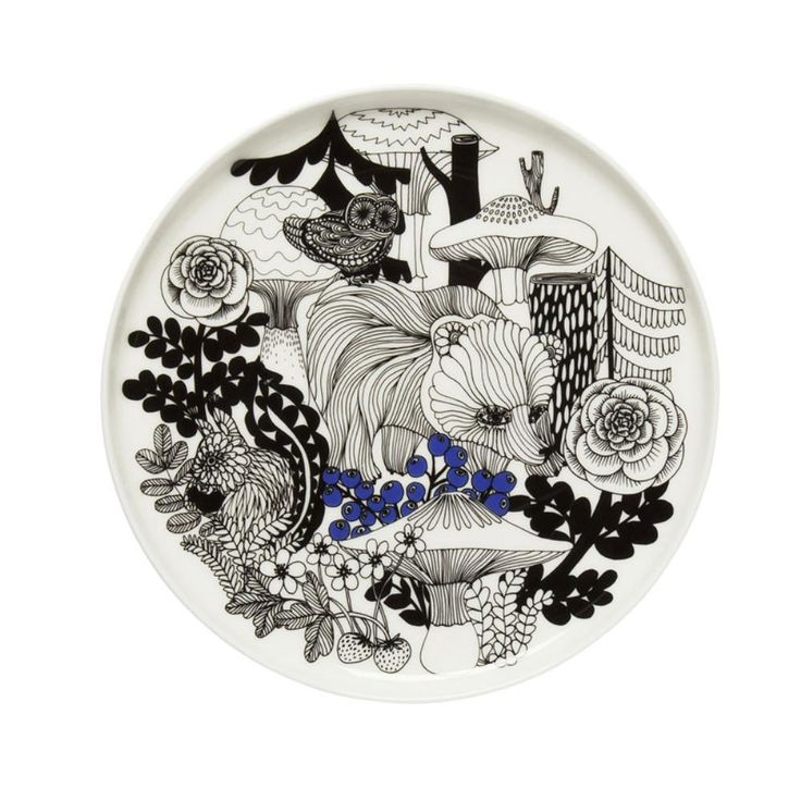 This plate is decorated with a white, black and blue Veljekset pattern. The plate is suitable for dishwasher, oven, microwave and freezer proof white stoneware.